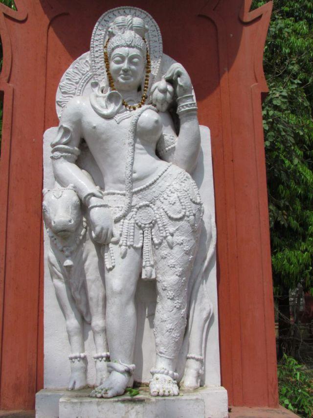 Ardhanarishvara statue at Sampurnanand Sanskrit University. Image by Bluerasberry, 2001. (CC license 1.0)
